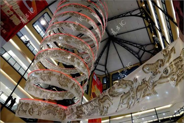 Chinese artist Xiao Yanqing drew 2,010 tigers in 200-meter-long scroll