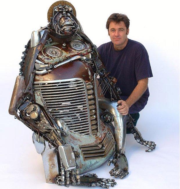 Esculturas com peças velhas de carros