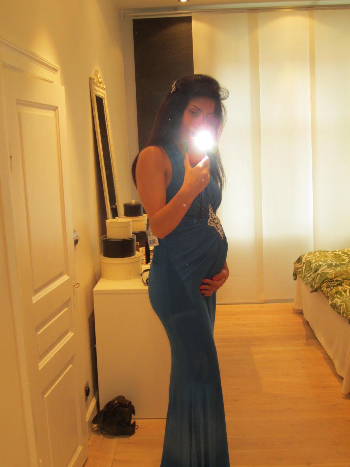 8fc4ca383652 Har inte riktigt bestämt om jag ska behålla klänningen eller inte... tänk  ...