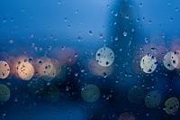 http://2.bp.blogspot.com/_hUTrccPBS1A/SwKabhA3-YI/AAAAAAAAARM/qT3eT5vlJPY/s1600/chove+l%C3%A1+fora.jpg
