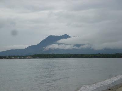 Pemandangan Gunung Jerai dari Pantai Merdeka