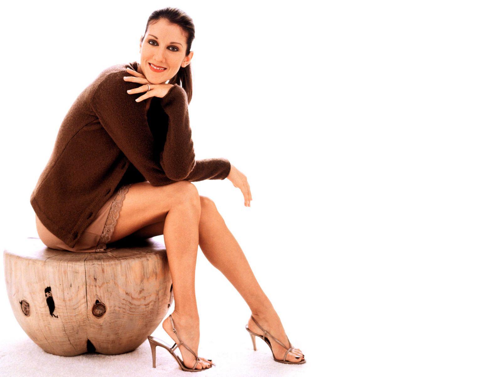 Descalzas y Famosas 5: CELINE DION DESCALZA. PIES