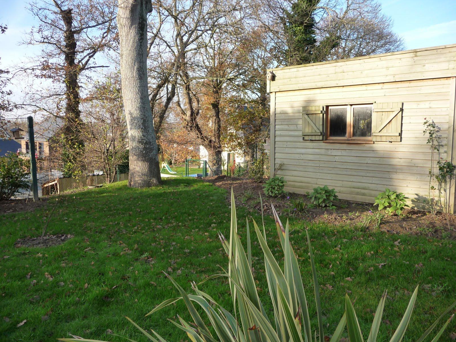 Ma terre de bruy re la cabane et le rosier - Cabane de jardin le bon coin argenteuil ...