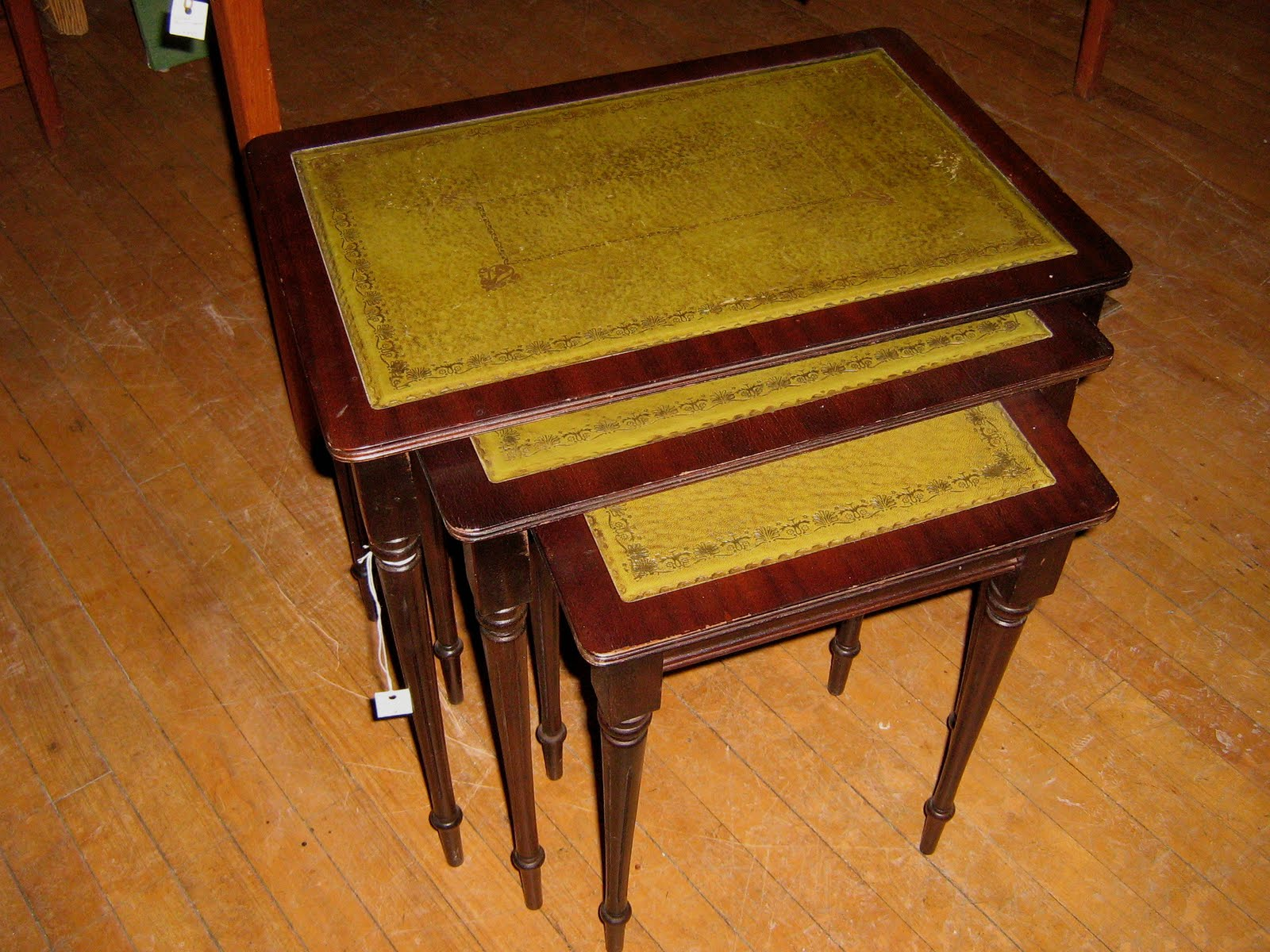 Funk & Gruven A-Z: SET OF (3) MAHOGANY NESTING TABLES