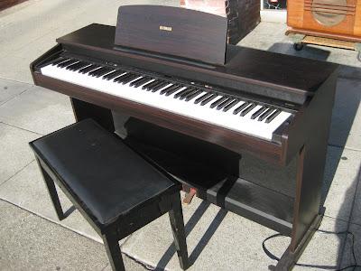 uhuru furniture collectibles sold yamaha digital piano ydp 101 750. Black Bedroom Furniture Sets. Home Design Ideas