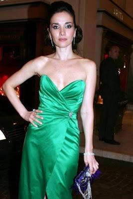 e74fd99f48 El vestido que lució Natalia Oreiro en la gala de Fundaleu también  pertenece a la colección otoño invierno 2009 de Las Oreiro.