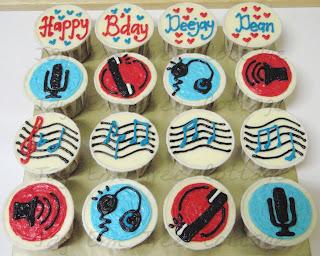 Masz De Cottage Theme Cupcakes Deejay Radio Cupcakes