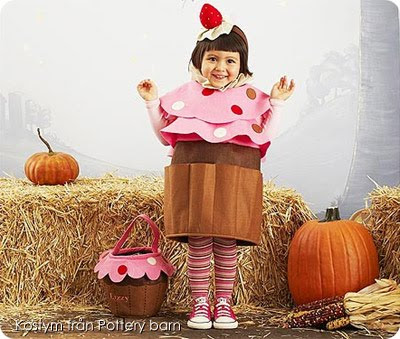 Maskerad  Bebismat. Jag har svårt att förstå varför man ska klä ut sitt  barn till mat. Eller andra ätbara saker. Mat lever ju inte ens. 825789a7f2497