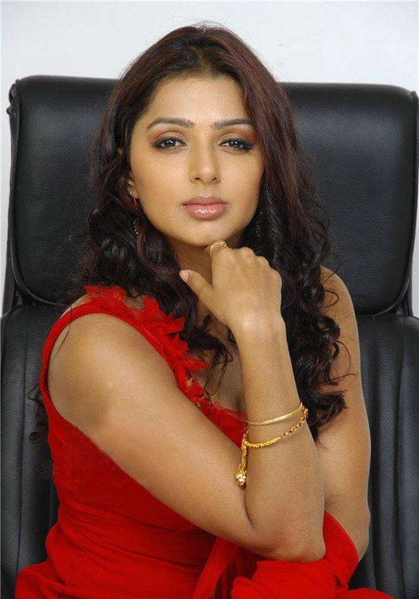 Sexy Photos of Actress Bhumika Chawla