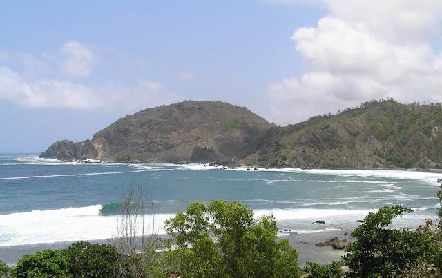 Pantai+Wediombo Peta Wisata (Pantai) di Gunungkidul, Yogyakarta