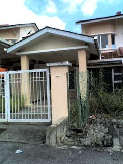 Atas Pagar: Rumah Untuk Di Jual / House For Sale