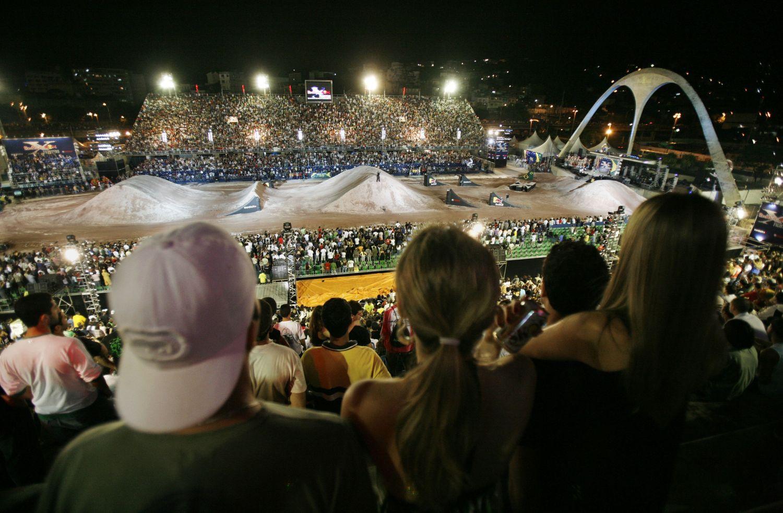 79b6f35f7c9 Red Bull X-Fighters levou 30 mil fãs ao Sambódromo do Rio em 2008