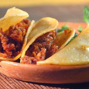 https://i2.wp.com/2.bp.blogspot.com/_j5uOqAhldS0/STGIqRxZoKI/AAAAAAAAAF0/CB0UIR_iQA4/s400/tacos-sudados-chicharron-P.jpg