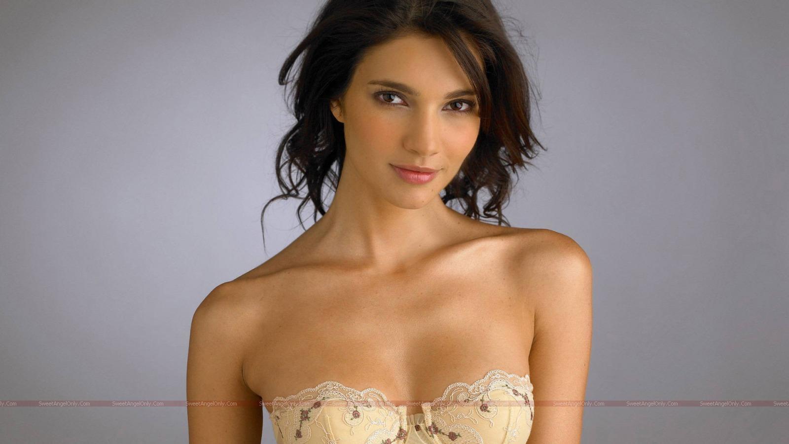 Pic New Posts: Hot Actress Wallpaper