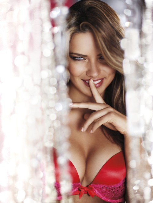 Adriana-Lima-Victorias-Secret-Holiday-20