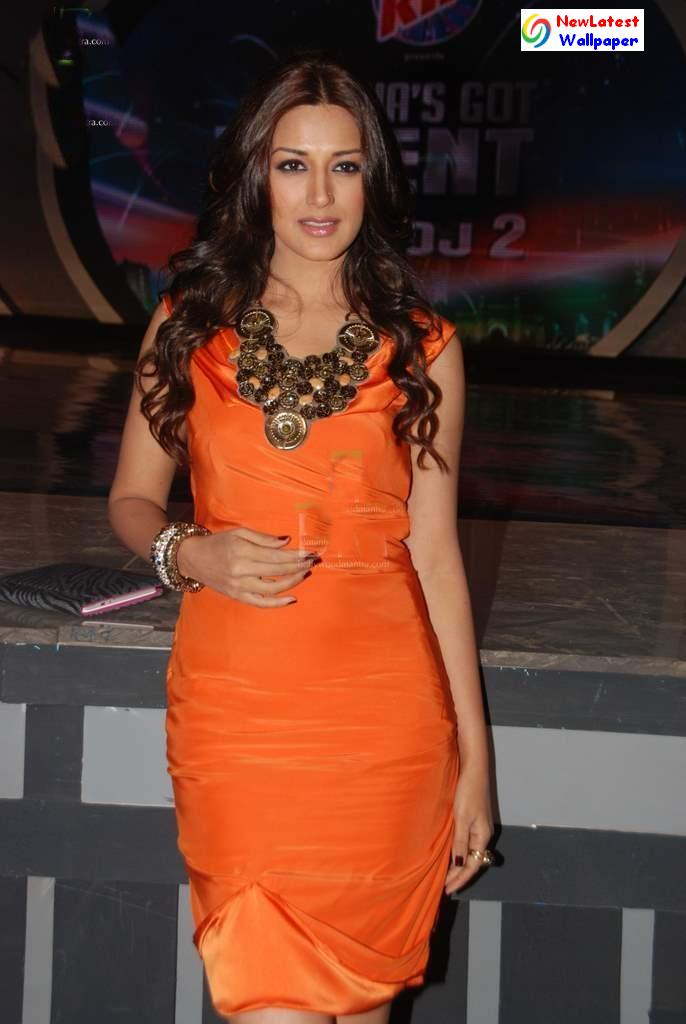 Sonali Bendre on the sets of India's Got Talent 2 ...