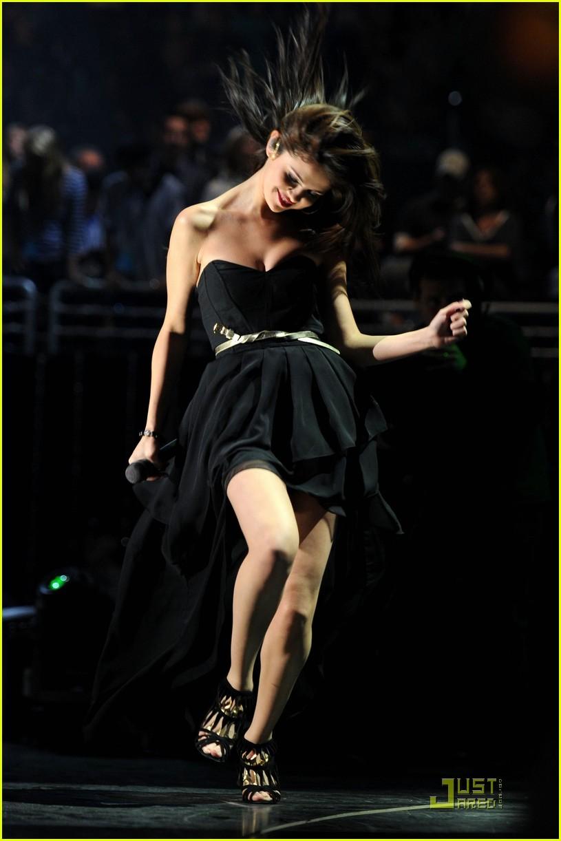 Selena Gomez Rocks Out At Z100 Jingle Ball Wallpapers