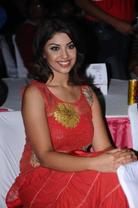 richa gangopadhyay at tollywood trophy t curtain raiser hot images