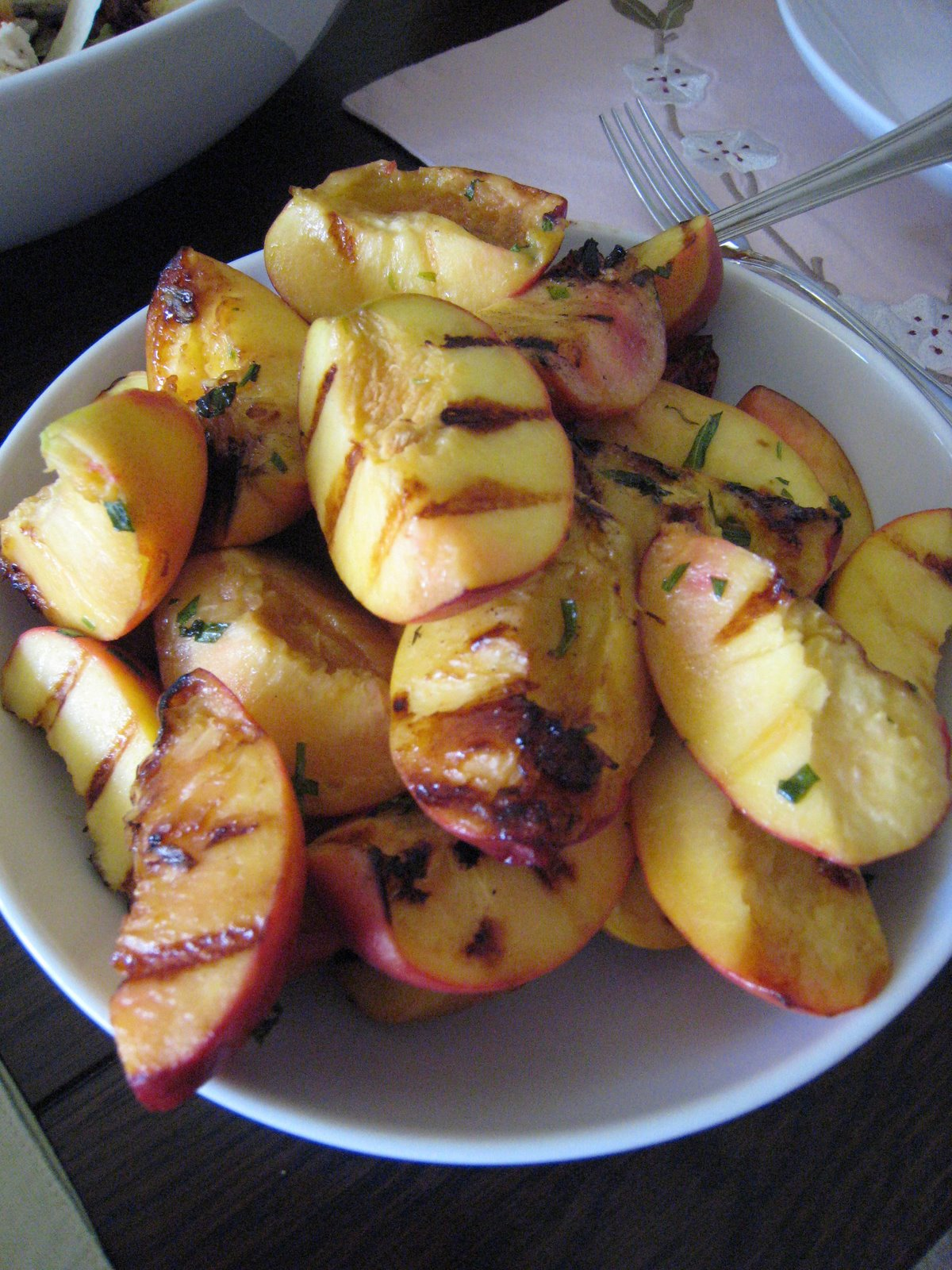 grilled herbed peaches