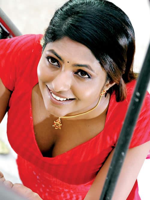 Actress Blouse Saree Remove