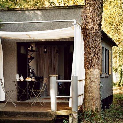 black eiffel marie claire maison. Black Bedroom Furniture Sets. Home Design Ideas
