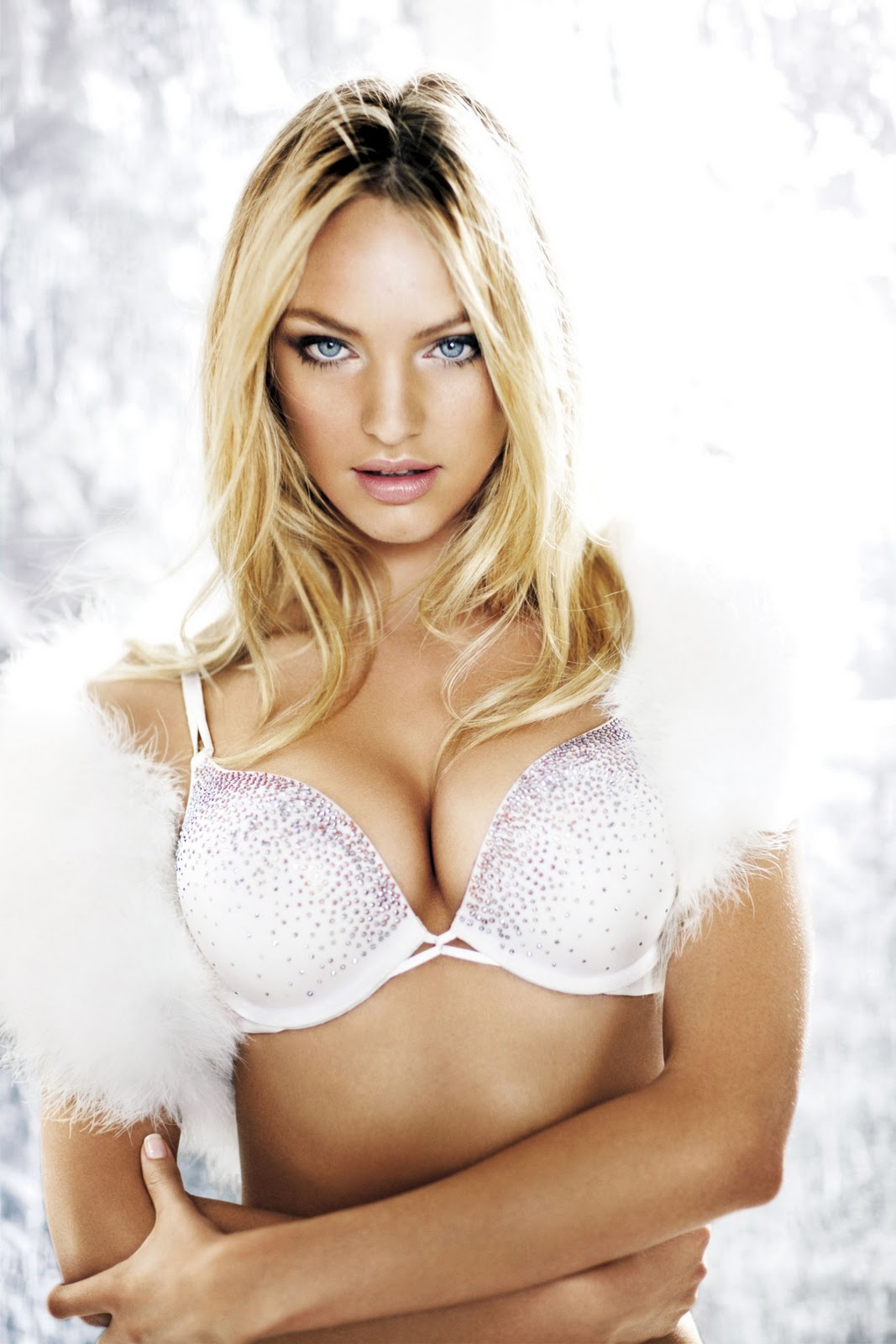 Candice Swanepoel Workout Diet Boxes And Circuit: Candice Swanepoel (VS Holiday 2010 Photo Shoot)
