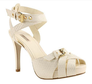 e87672b5a Cinderelas do universo, a loja de calçados arezzo está em promoção! Isso  mesmo meninas, tem calçados da coleção passada que está com até 70% de  desconto.