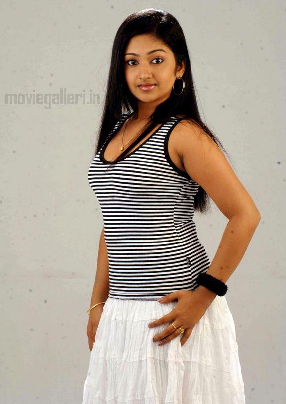 http://2.bp.blogspot.com/_kLvzpyZm7zM/S7ccIjRy7VI/AAAAAAAAIy0/9nDl6nNCweU/s1600/Actress-Mithra-Hot-Stills-pictures-05.jpg