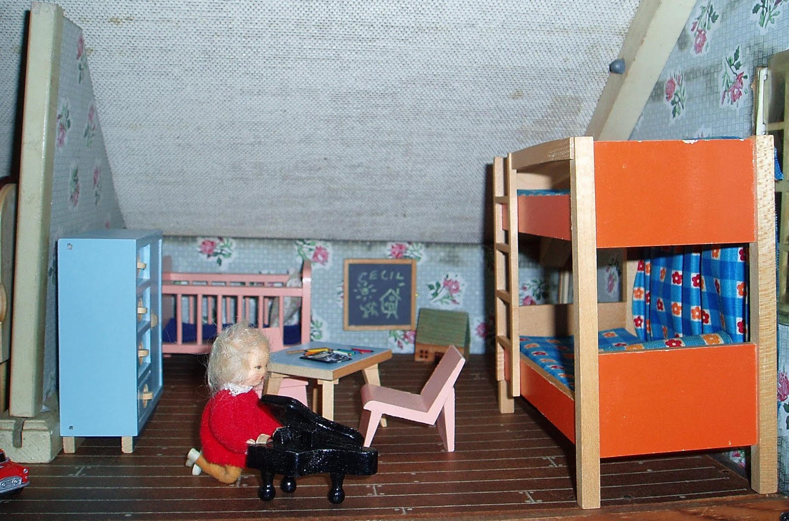 My Vintage Dollhouses: A new home for the Ainsleys.........