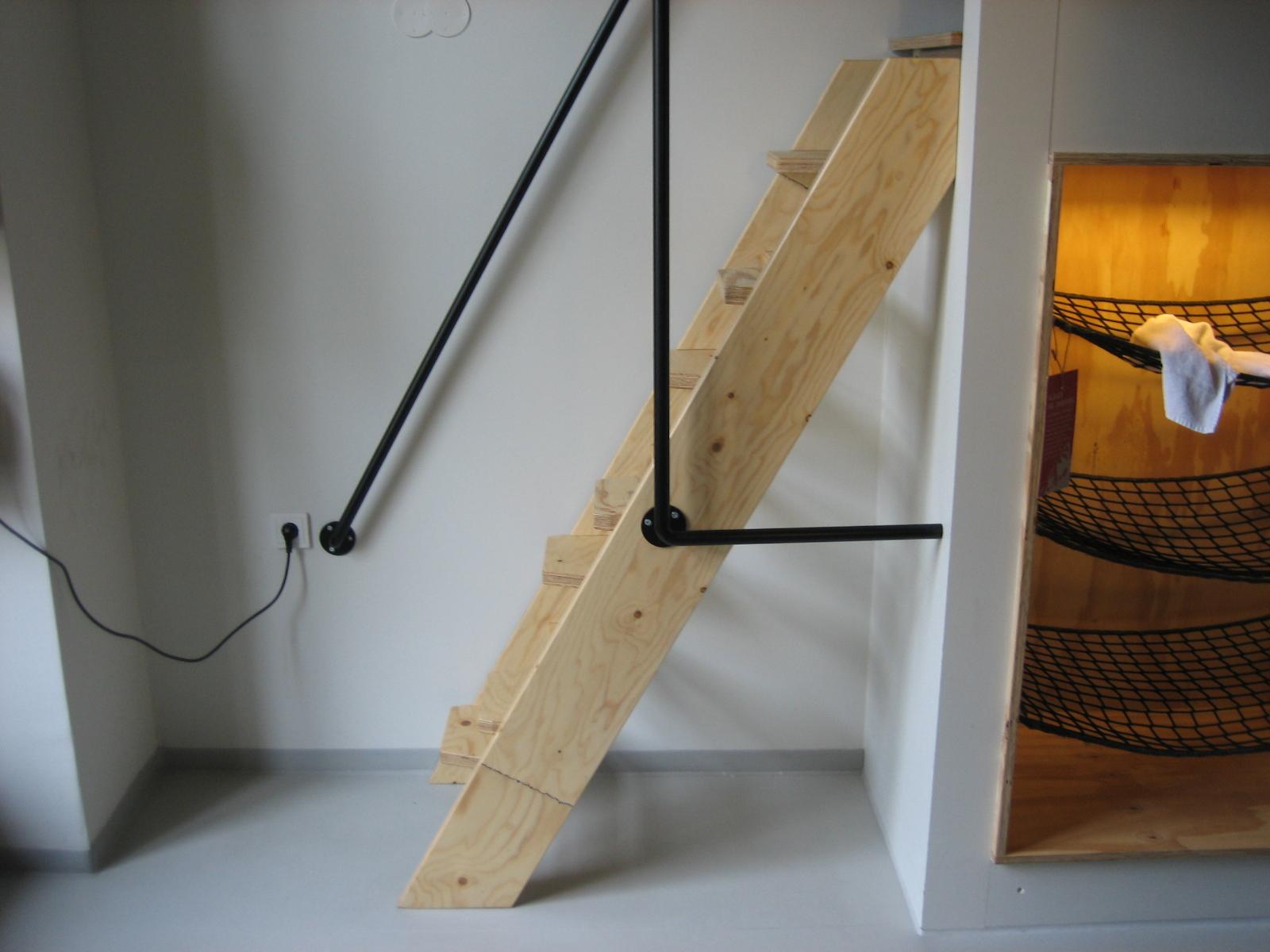 Scala a pioli in legno scaletta in legno per libreria for Scale per librerie in legno