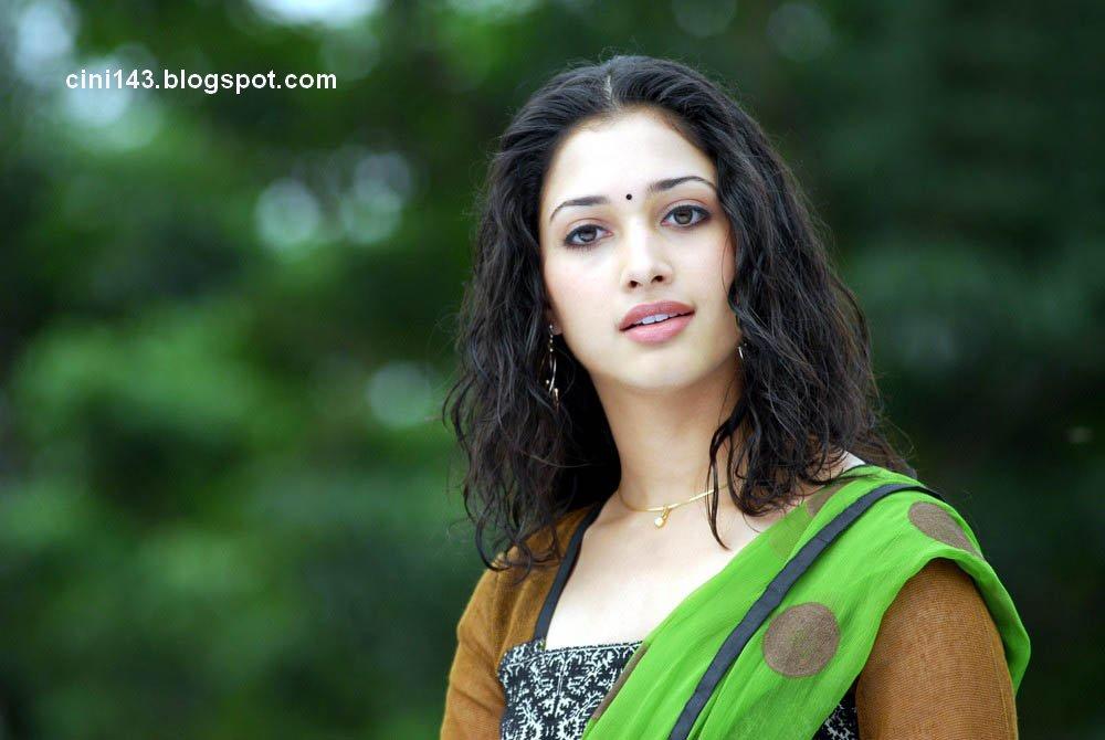 Tamanna Bhatia In Saree Wallpaper: Tamanna Wallpapers: Actress Tamanna Cute Photos