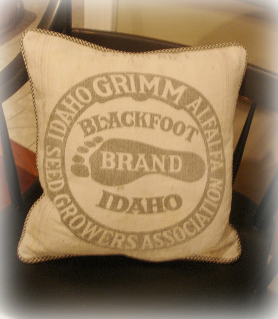 Forever Decorating!: Real Feed Sack Pillows!