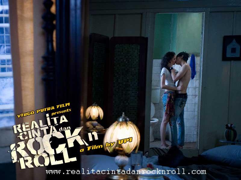 REza: Realita cinta dan rock and roll..