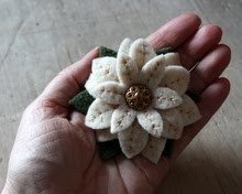 Poinsettia Brooch Tutorial