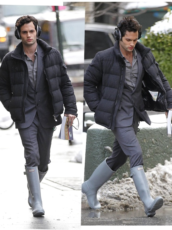 What S He Wearing Penn Badgley On Set Of Gossip Girl