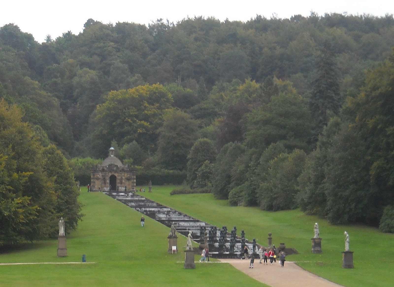 Photos chatsworth house and haddon hall as pride for Cascade house