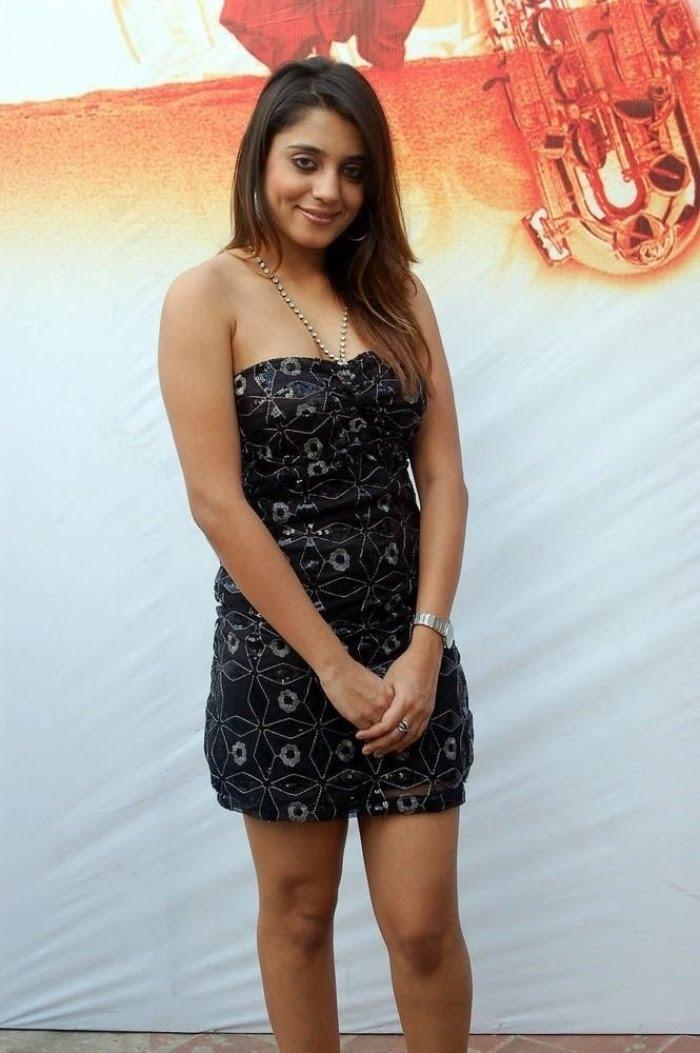 Sexy Girl Bikini New Tollywood Hot Movie Kadhalagi -9445