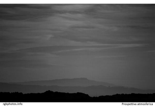 Profilo di colline in bianco e nero