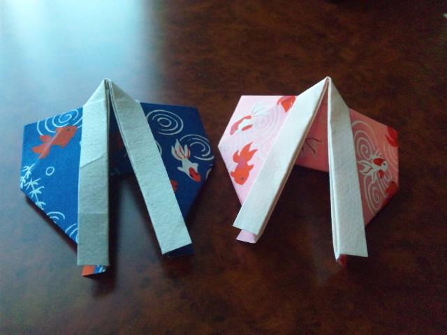5153059de594 一緒に折り紙について取り組んでいるメンバーから和紙をプレゼントしてもらったので、今日はその和紙に合ったテーマにしよう!そう思い、「きもの」を折って みました。