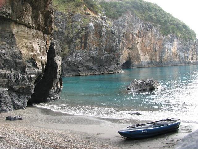 Inflatable Kayaks on Beautiful Beaches | Innova Kayak