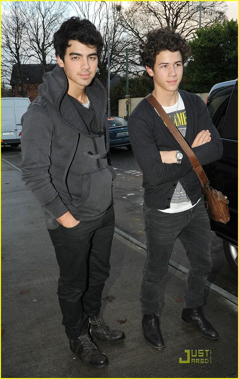 Stars 0f Hollywood Joe Amp Nick Jonas Are Dublin Dudes