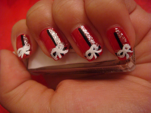 Christmas Nails with Bow