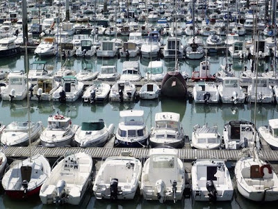 [Image: sunken_yacht_07.jpg]