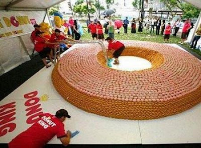 World's Largest Donut Made of Donuts ~ Damn Cool Pictures