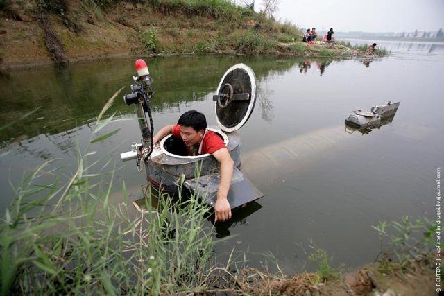 Kapal Selam buatan tangan sendiri dari bahan drum bekas