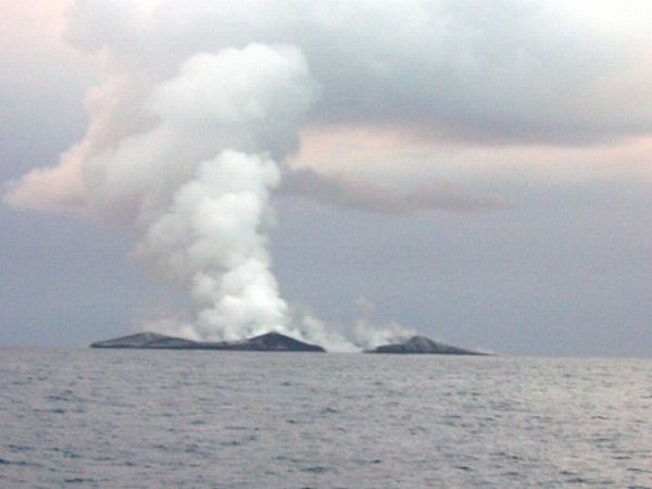 Brighton Beach: Eruption of Underwater Volcano Pacific Ocean Underwater Volcanoes
