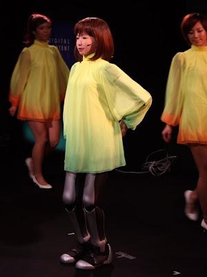 dancing robot girl 01