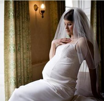 bdc23d0ff Vestidos de novias para embarazadas. Si estas en la dulce espera y vas a casarte  pronto aqui te dejo algunos modelos de vestidos que te sentaran muy bien ...