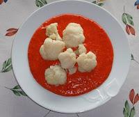 coliflor con salsa de pimientos rojos