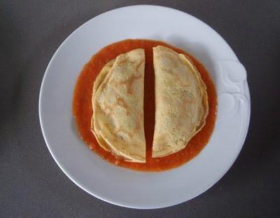 creps rellenas de setas con salsa de tomate